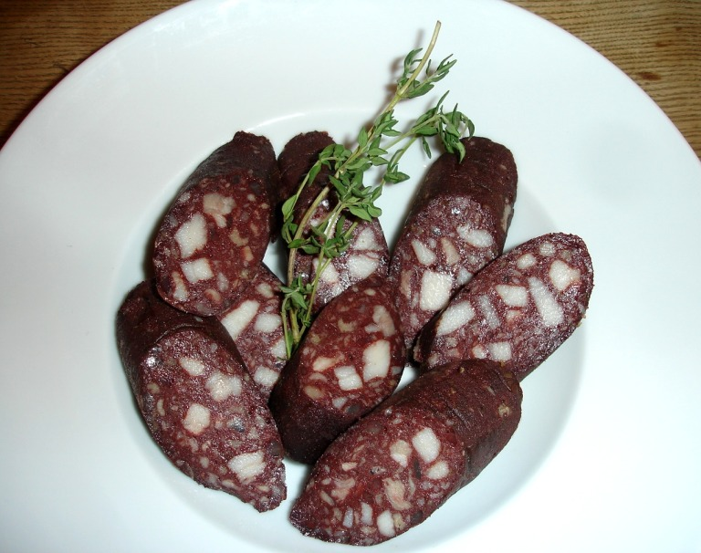 Kartoffelsuppe mit gebratener Blutwurst