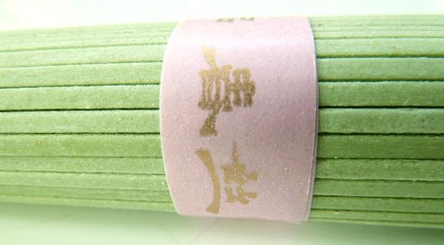 Rotbarben asiatisch mit grünen Teenudeln