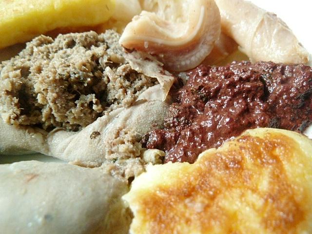 Schlachtplatte mit Kartoffelecken