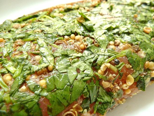 Asiatisch gebeizte Lachsforelle mit Zuckerschoten und Shiitake-Pilzen