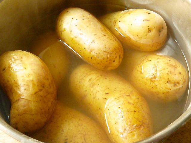 Black Pudding mit Heilbutt, Kartoffelpüree und Senfrahmsoße