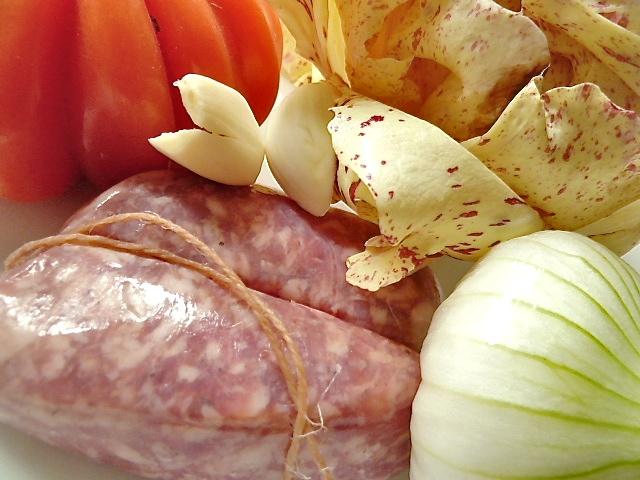 Castelfranco mit gebratener Salsiccia und Ochsenherztomate