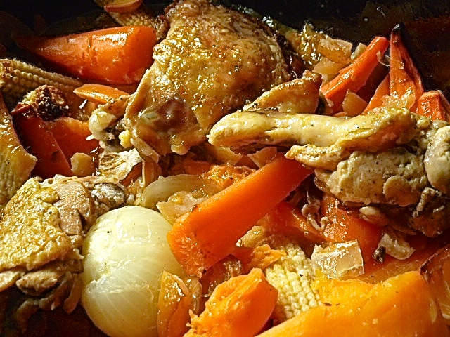 Schwarzfederhuhn mit Salzzitrone und Ofengemüse