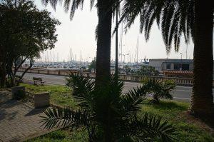 entlang am Jachthafen