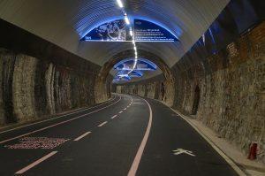 im 2 km langen Tunnel