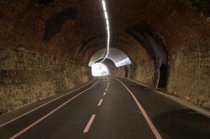 durch den Tunnel