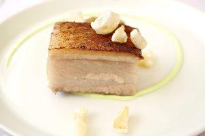 Schweinebauch, Absinth-Mayonnaise, Gold Delicious, Haselnuss