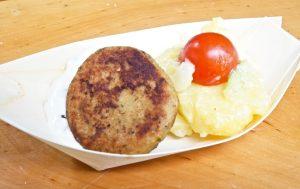 Donaufischpflanzerl mit Kartoffel-Gurken-Salat und Remoulade