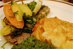 Tafelspitz mit Spinat und Gemüse