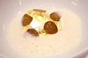 das wunderbare Ei mit Gold und Trüffeln
