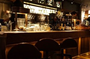 die Bar im Erdgeschoss