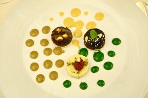 Dreierlei tartes mit Pistazien, karamell- und Kaffeesabayone