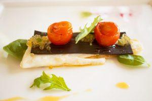 Steinbutt, Spaghetti nero, gefüllte Tomaten und Saiblingskaviar