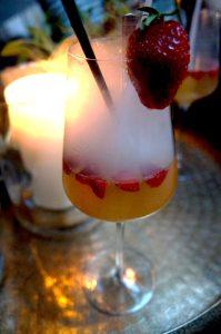 Erdebeere-Rhabarber, Champagner und zur Deko etwas Stickstoff