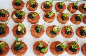 Kalbstatar, gebackene Kapern, Osietra Imperial Kaviar