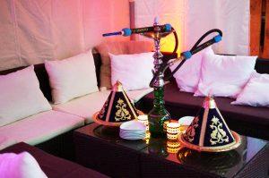 Shisha rauchen im Zelt