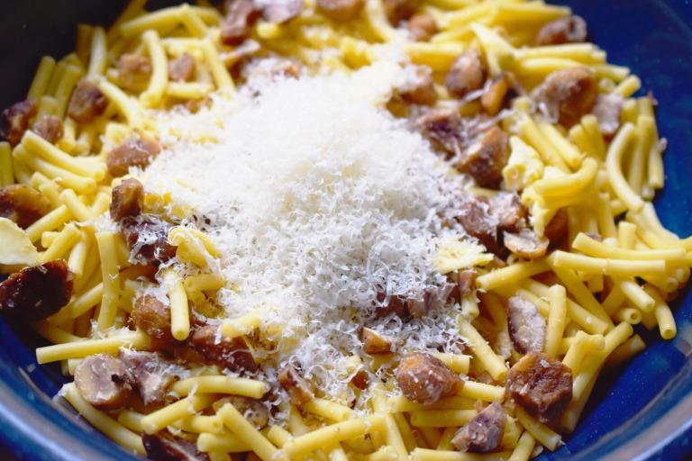 Füllen mit Maccaroni, Maronen und Parmesan