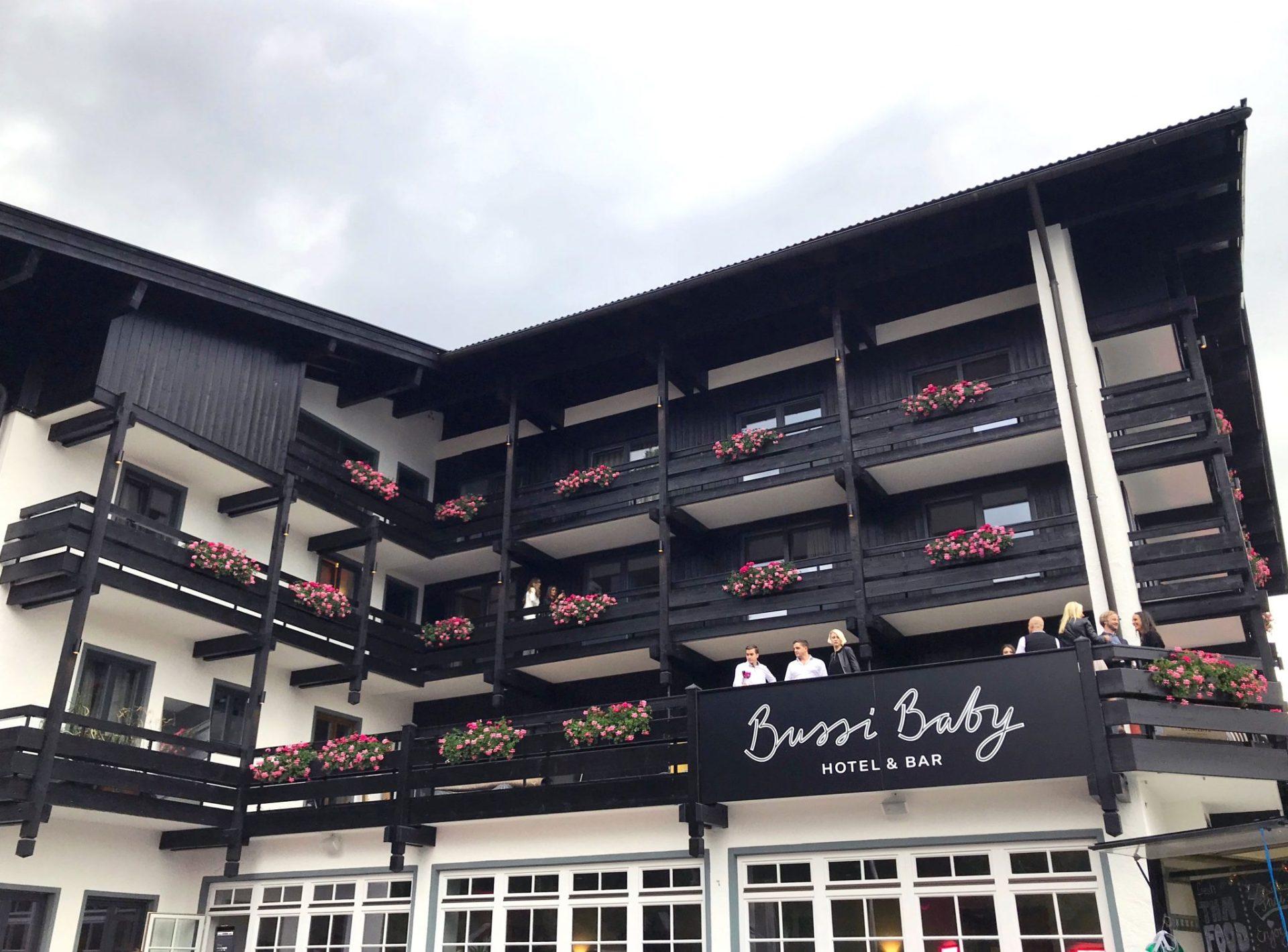Ich sag Bussi, Du sagst Baby – Hotel & Bar in Tegernsee