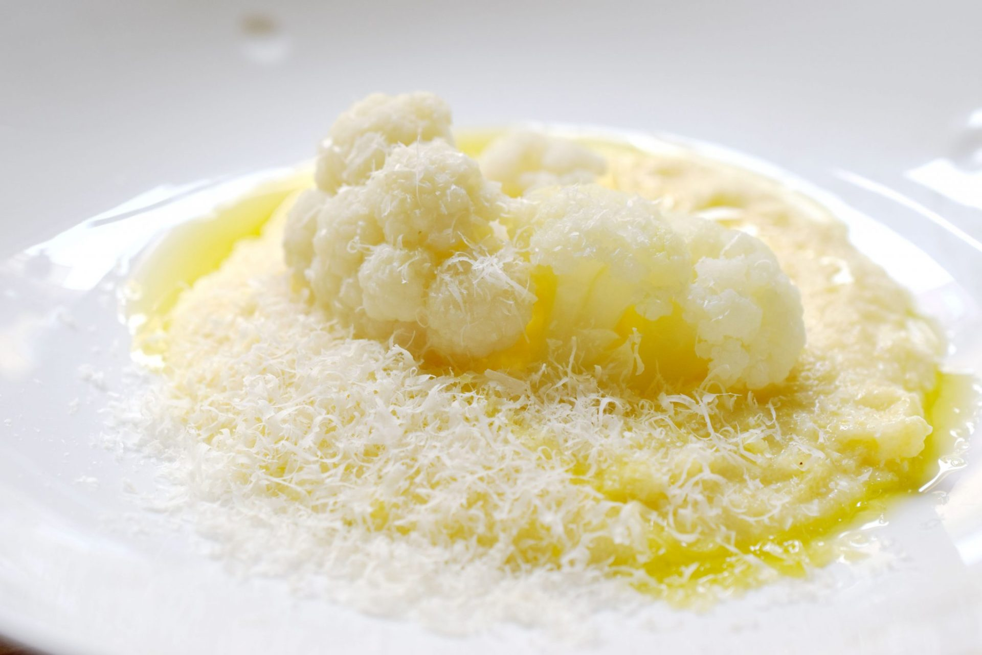 Polenta mit Blumenkohl, Olivenöl und Parmesan