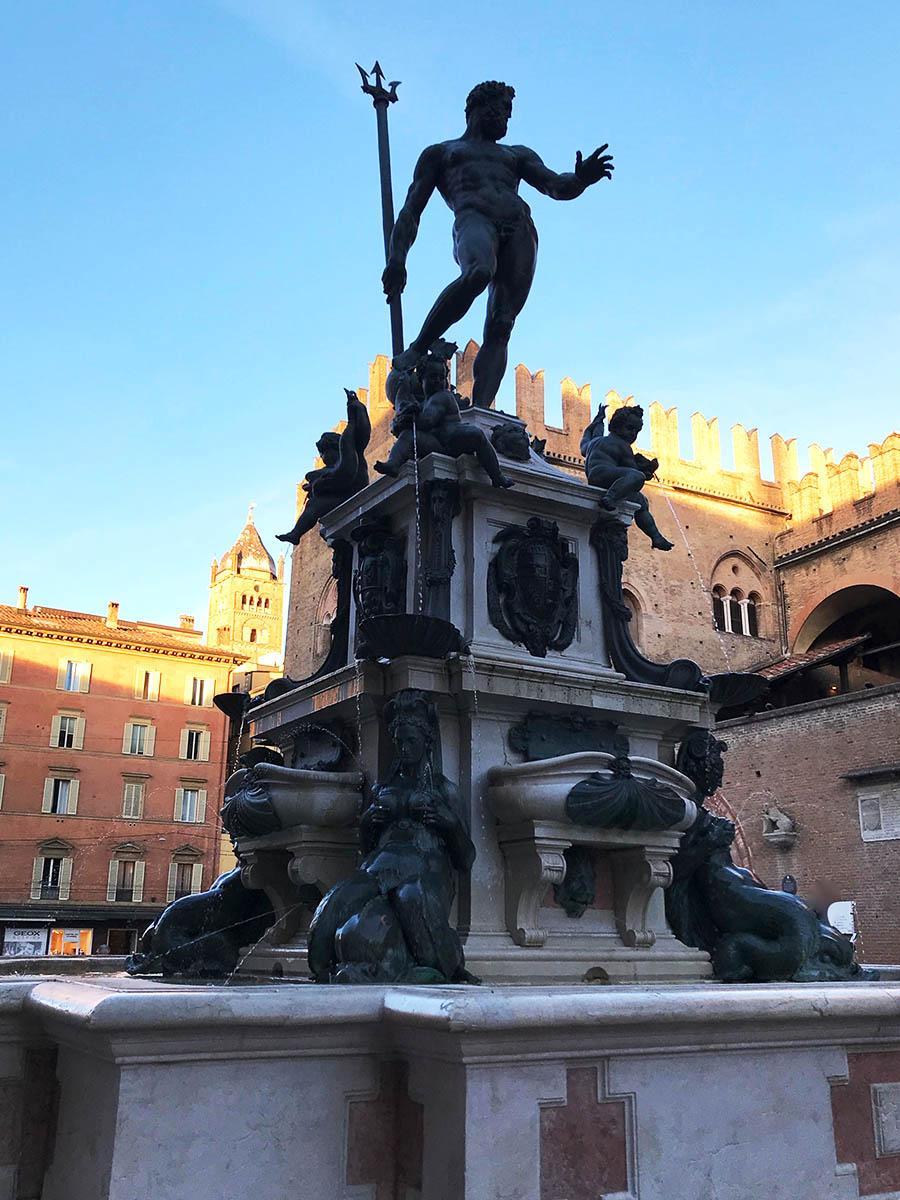 Neptunbrunnen mit Ferrarigabel