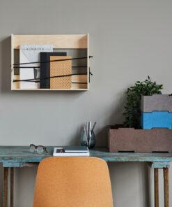 Stabelkasser i 2 størrelser og 3 farver vist på et kontor
