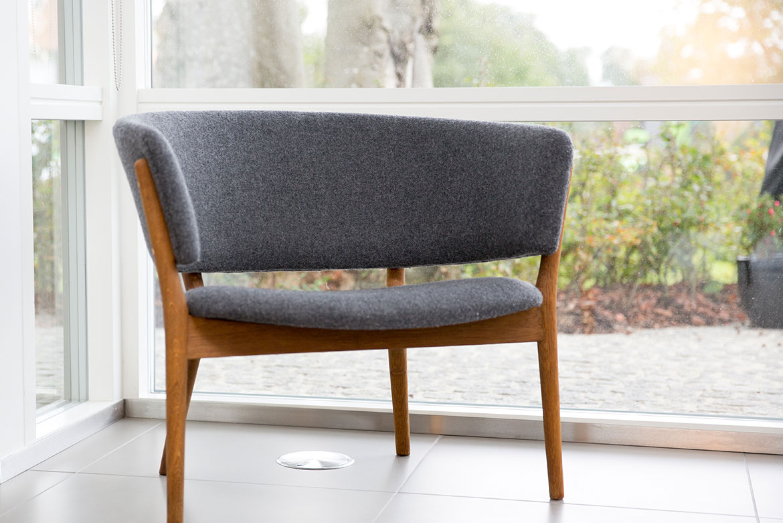 restaureret og ombetrukket stol
