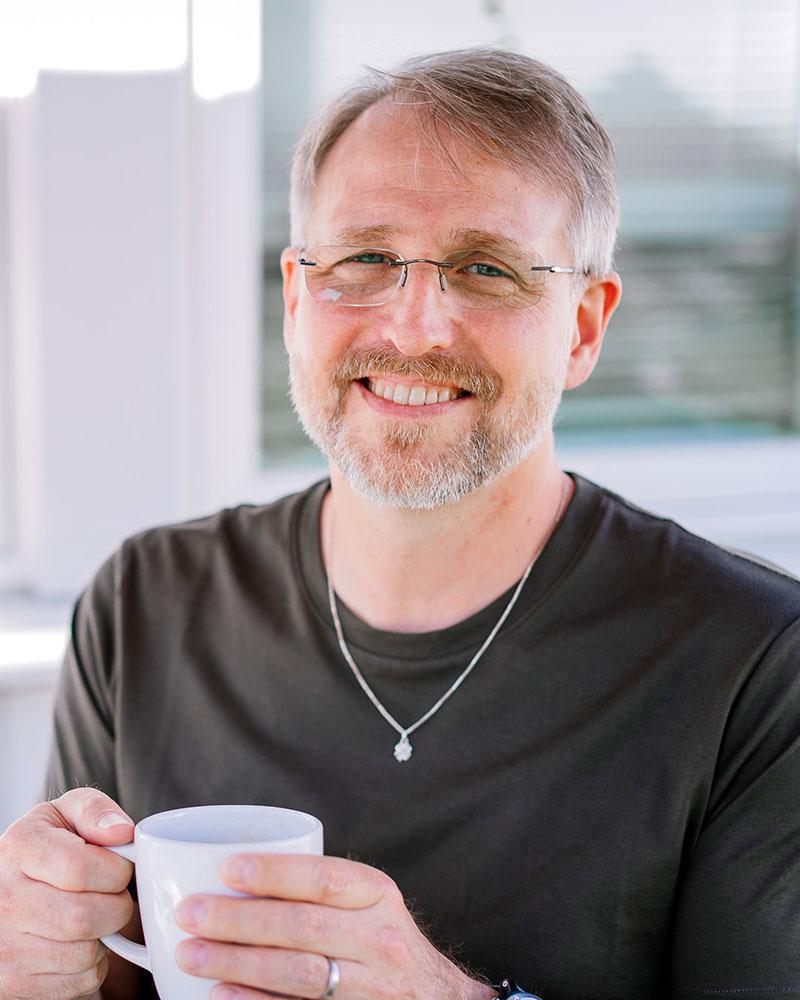 Din Psykolog, Rickard Salomon hälsar välkommen till mottagningen.