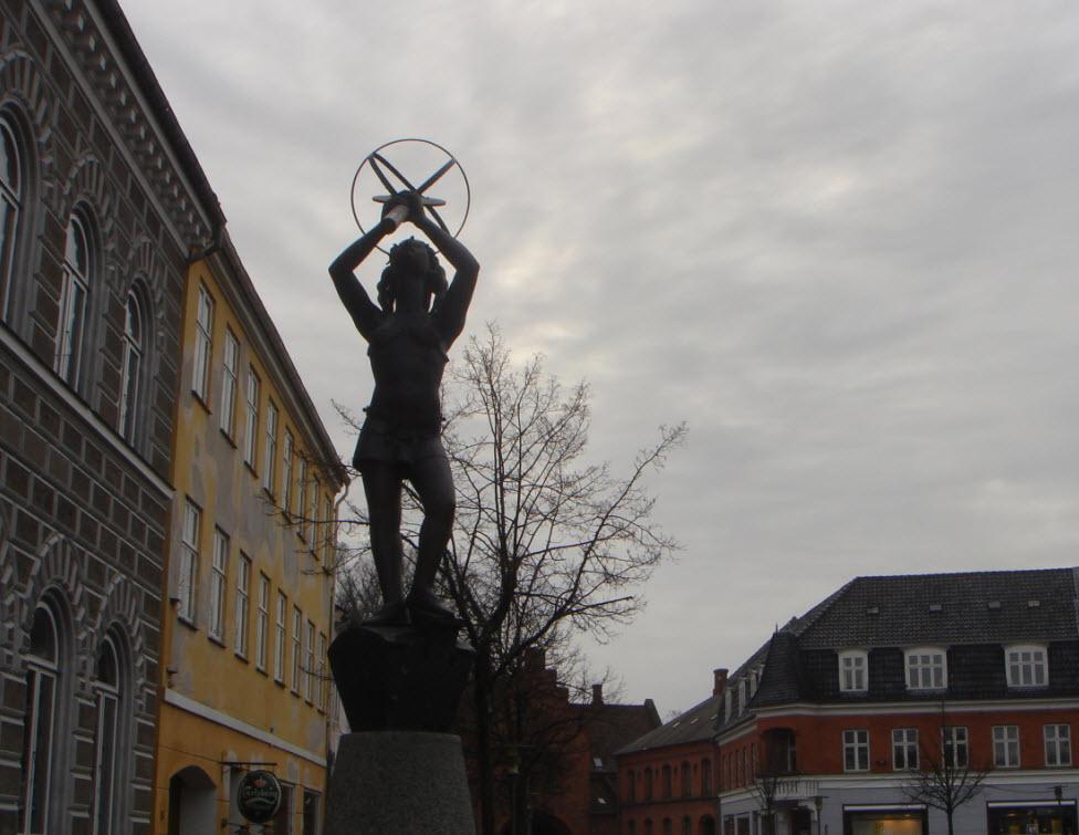Clio statuen på Storgade