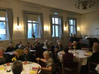 Karin og Klaus Strand-Holm fra bandet Klaus & Servants fik et veloplagt publikum til at synge og gætte med, da Hotel Postgaarden i Sorø fik besøg af showet, der netop er blevet optaget til en ny sæson på TV.