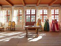 Der er plads til flere møbler i Holbergs stuer...