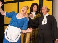 """Krænkende adfærd i Holbergs komedie """"Den Stundesløse""""! Her går det ud over Pernille, som Vielgeschrei og Oldfux tager voldsomt fat i! (scenefoto fra opførelse af Bagsværd Amatør Scene)."""
