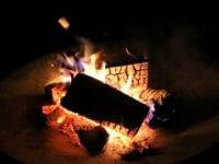 Skal du af med aske fra gårsdagens sankthansbål eller grillmad?