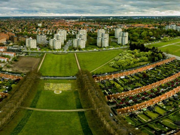 Dronepanorama af Bellahøjhusene i København.