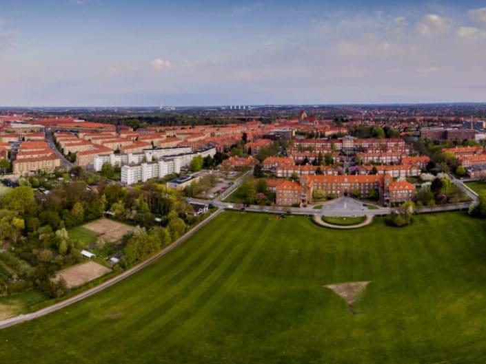Dronepanorama af Bispebjerg Hospital set fra Lersøparken.