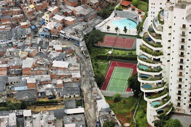 Paraisópolis e Morumbi - contraste de espaço, tempo e condições de vida.