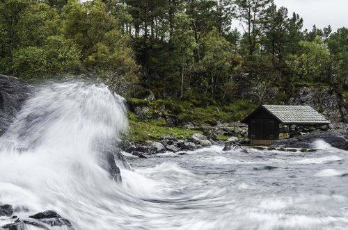 Hjartnes og kraftig sjø