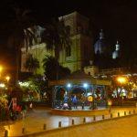 Plaza de Armas in Cuenca in de avond