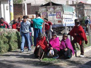 Vrouwen op een lokale markt in Guamote
