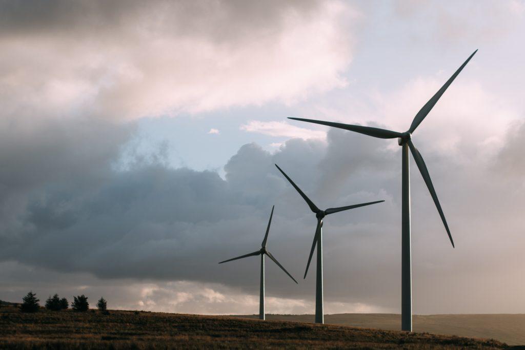 Windkfraftanlagen und Wind-Energie sie die Schwerpunkte der lokalen und globalen Energiewende