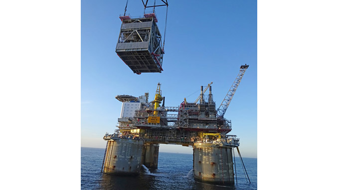Lifting operation at the Troll B platform in the North Sea (photo: Arne Kristian Dahl/Equinor ASA)