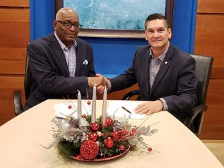 The agreement was signed by Luis Oduber, CEO of WEB. Aruba N.V. (right) and Rodney George, Vice President, Caribbean, Wärtsilä Energy Solutions
