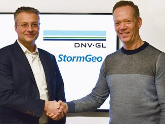 From left, Trond Hodne, Senior Vice President at DNV GL – Maritime, and Per-Olof Schroeder, CEO, StormGeo, shake hands after the agreement to combine the fleet performance solutions of both companies under StormGeo's banner was signed