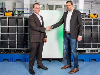 Cooperation agreement – CMBlu CEO Dr Peter Geigle (at right) and MANN+HUMMEL Chief Technology Officer, Charles Vaillant