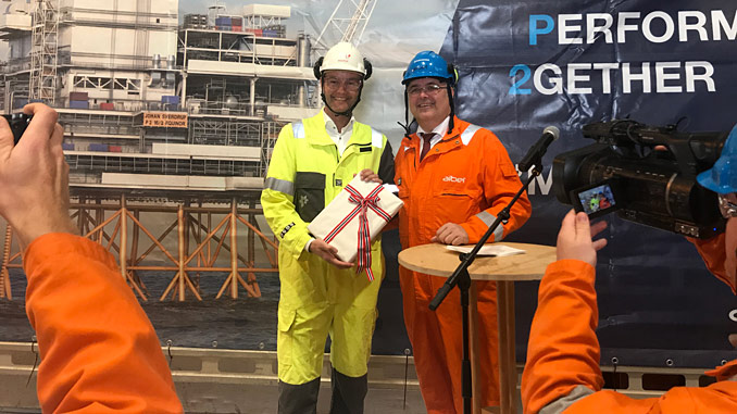 Trond Bokn, senior vice president for the Johan Sverdrup development in Equinor, received the formal approval of the plan for development and operation from Kjell-Børge Freiberg, Minister of Petroleum and Energy