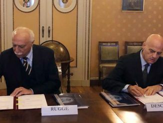 The President of University of Pavia, Fabio Rugge, and the CEO of Eni, Claudio Descalzi signing the framework partnership agreement