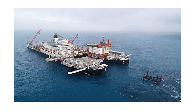 The single-lift operation of the original accommodation platform at Valhall (QP) took 2 hours to complete