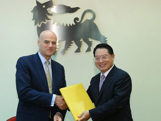 Eni's Chief Executive Officer Claudio Descalzi and UNIDO's Director General LI Yong at the Joint Declaration signing