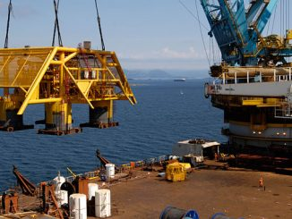 'Saipem 7000' lifting the subsea multiphase pump bound for the Tordis field in 2007 (photo: Equinor/Marit Hommedal)