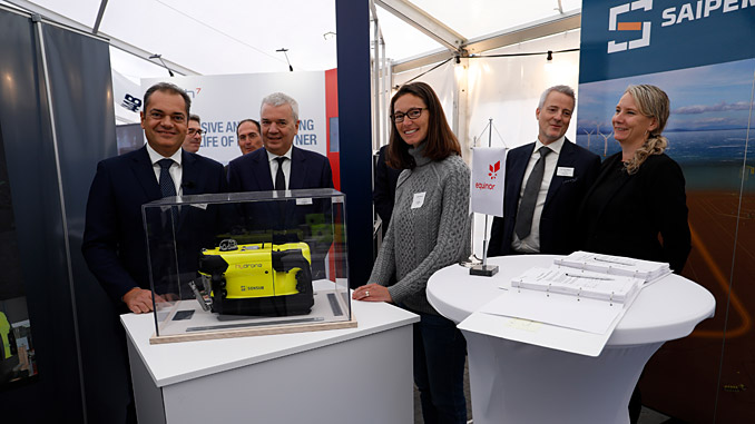 Roberto Di Silvestro (left), head of Sonsub at Saipem, Giovanni Chiesa, head of subsea engineering and underwater technologies at Saipem, Sophie Hildebrand, chief technology officer Equinor, Hans Henrik Nygaard, procurement Equinor, and Gry Lindboe, manager procurement Equinor (photo: Equinor/Arne Reidar Mortensen)