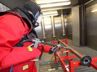 Operator decontaminating equipment with ultra-high-pressure water jet